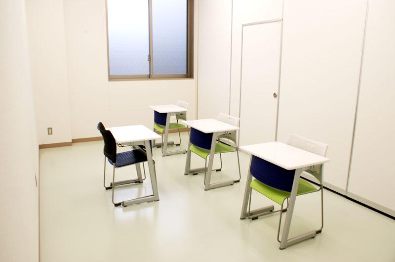 ディスカッション教室1室内写真